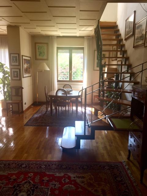 Villa bifamiliare in Mozzo con giardino di proprietà