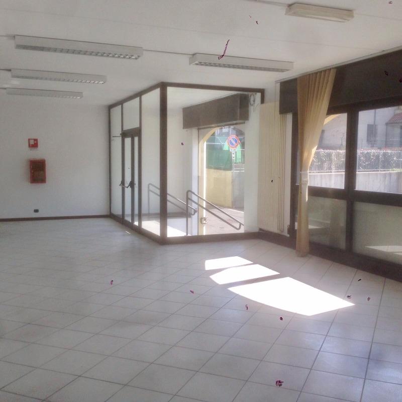 Valbrembo: affittasi signorile ufficio di 240 mq.