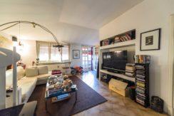 Longuelo-appartamento ultimo piano in villa signorile.