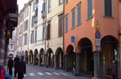 Bilocale in piazza Pontida