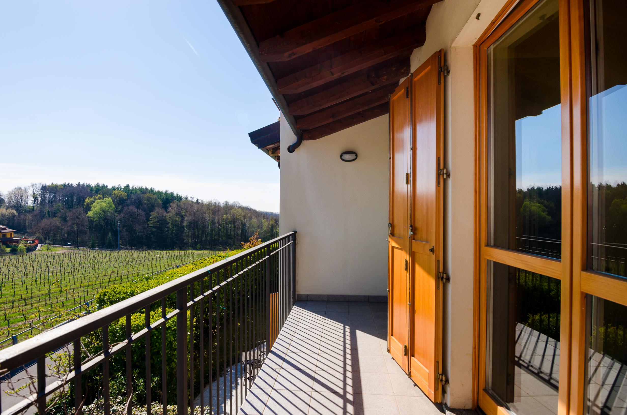 Splendida villa bifamiliare limitrofe al golf dell'Albenza