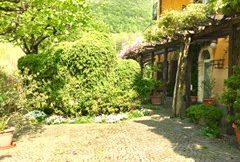 Prestigiosa villa sulle colline di Cenate Sopra con giardino di 14.000 mq.
