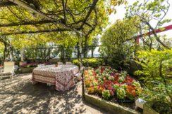 Prestigioso attico con splendido giardino dal quale si gode una magnifica vista della città a 360°