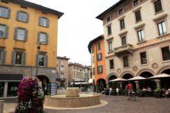 Bergam, Piazza Pontida - Negozio in affitto