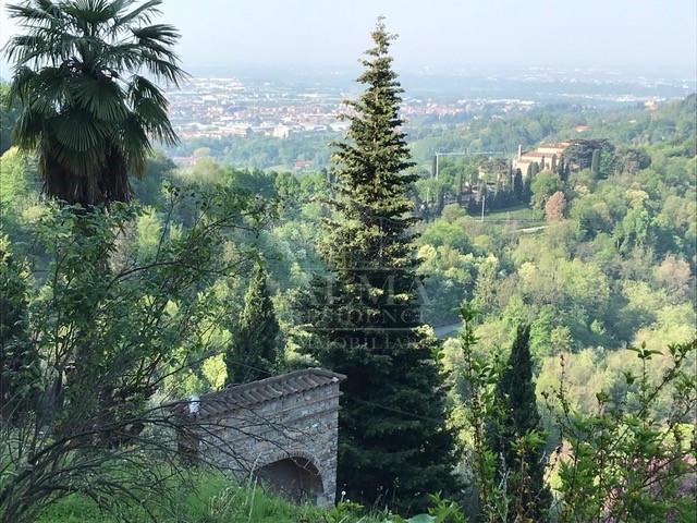Colli di Bergamo – Splendida Villa con Parco