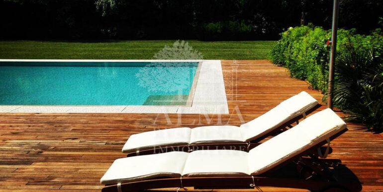 Boltiere prestigiosa villa con piscina2
