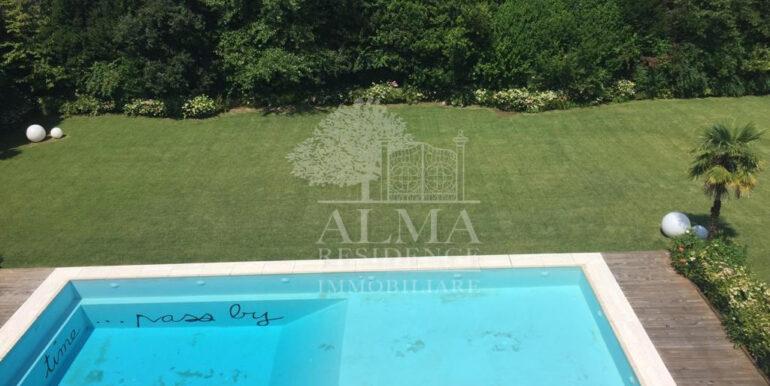 Boltiere prestigiosa villa con piscina8