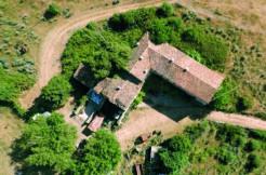 Verona, Avesa - intera contrada rustica con terreno agricolo
