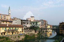 Spazio commerciale a Ponte San Pietro